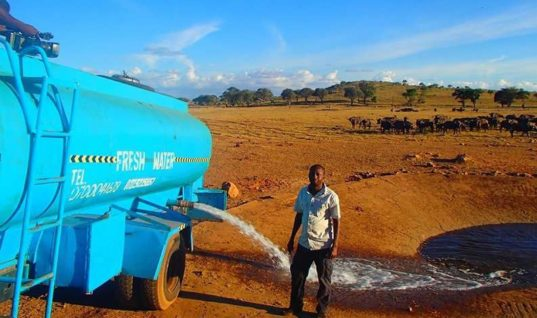 Kenyan Patrick Mwalua Travels for Hours Delivering Water to Animals Affected by Drought